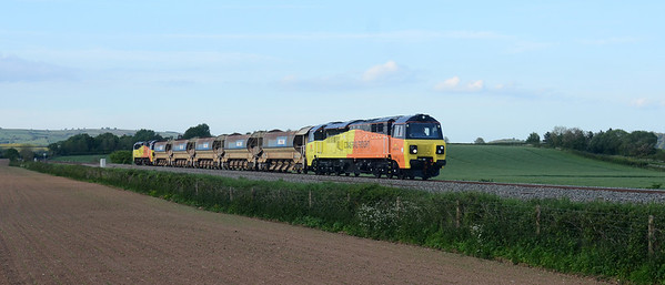 70807 + 70804 6C65 17:26 Westbury ~ St Erth passes Stoke Canon 18:58 with 5 autoballasters on the first Colas working to Penzance